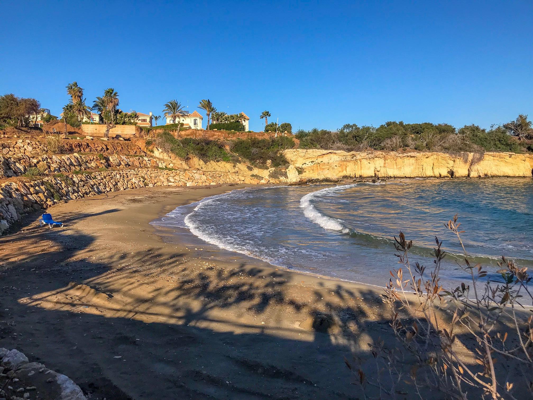 Уютный пляж Малама в Каппарисе