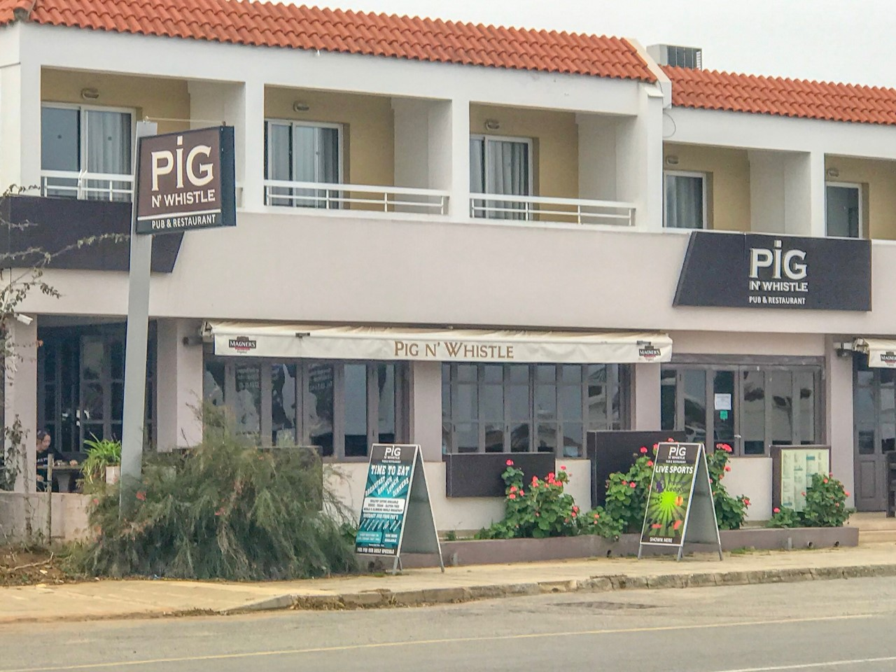 """Кафе """"Pig & Whistle"""" в Каппарисе"""