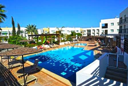 Купить квартиру на Кипре в комплексе с коммунальным бассейном