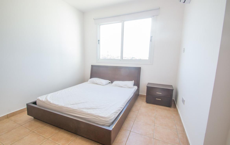 Главная спальня в двуспальной кватире на продажу