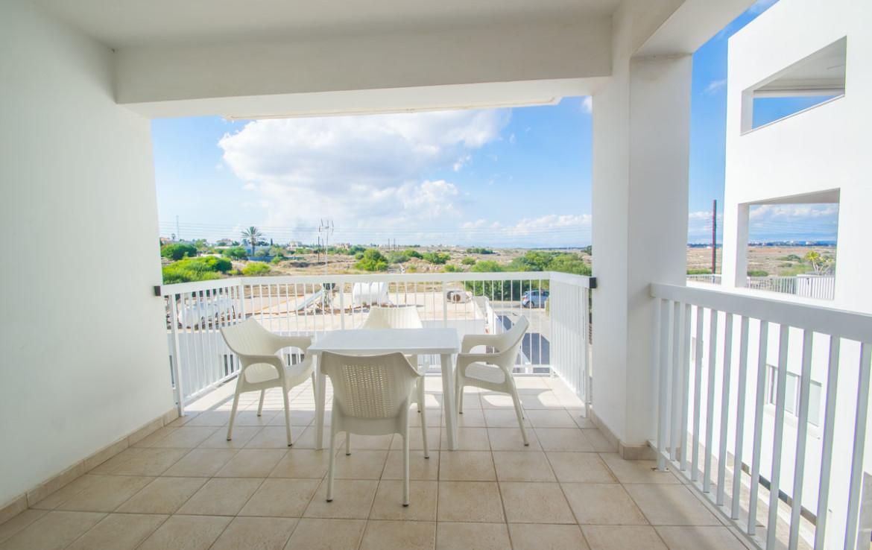 Крытый балкон с видом на море