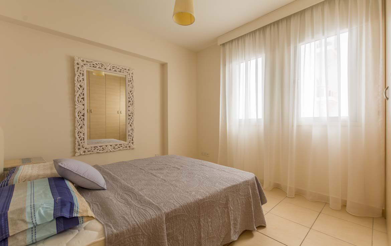 Светлая спальная комната в трехспальной квартире на продажу