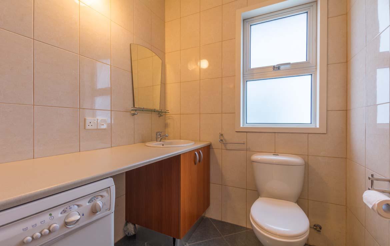 Гостевой туалет в трехспальной кватире