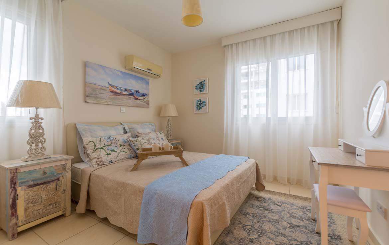 Уютная спальня в квартире на продажу в Ларнаке