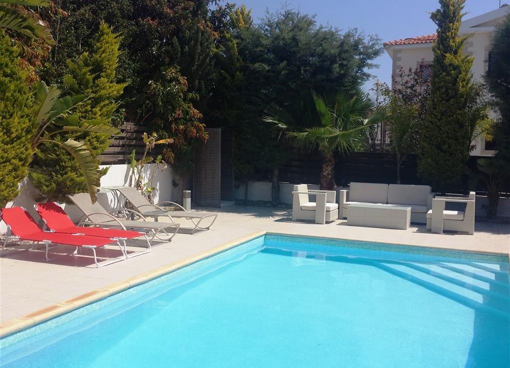 Купить дом на Кипре в Айа Текле с бассейном
