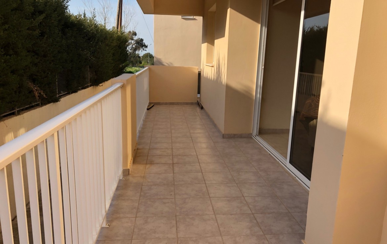 Балкон в двуспальной квартире на продажу