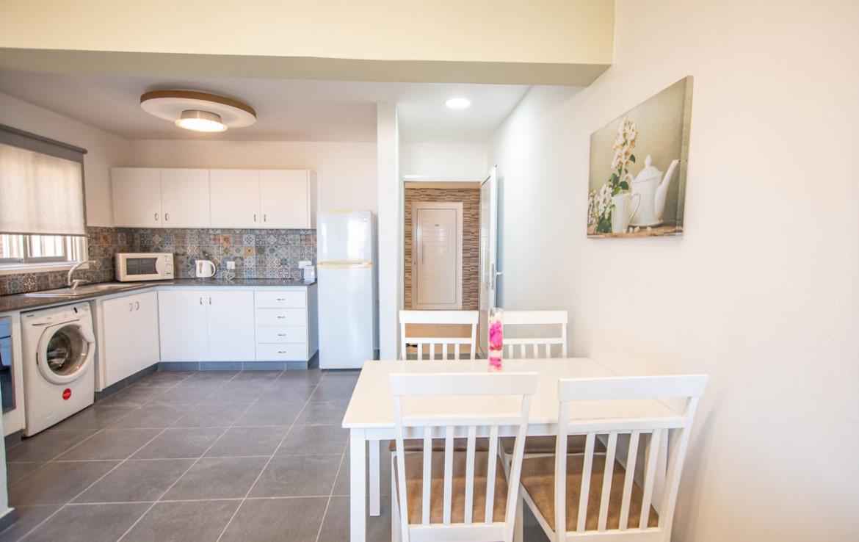 просторная кухня в односпальной квартире