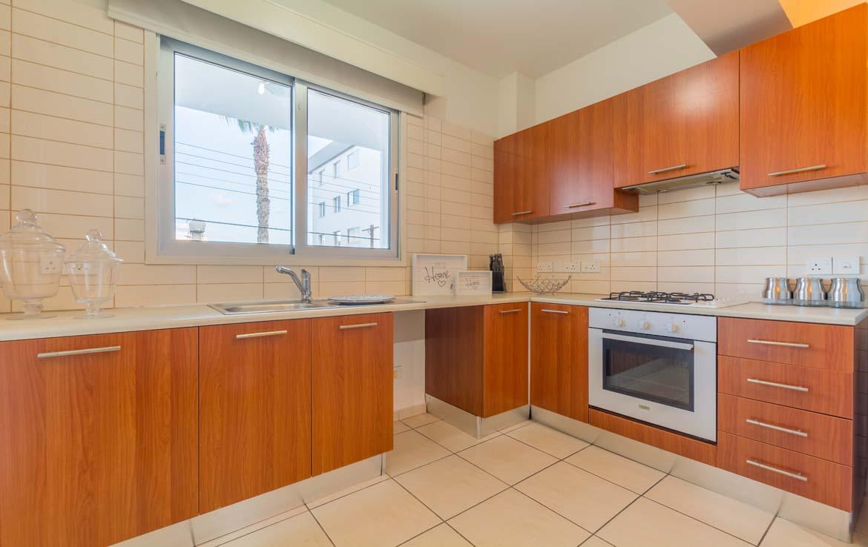 Просторная кухня в трехспальной квартире в Ларнаке