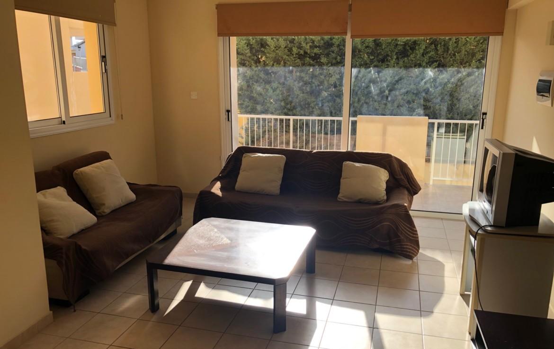 Гостиная в квартире на продажу в Деринье