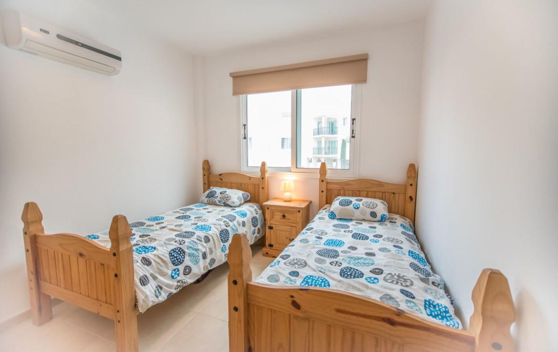 Уютная спальня в квартире на Кипре