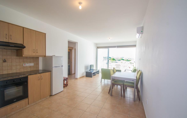 Кухонная и обеденная зона в двуспальной квартире