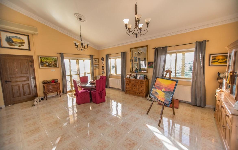 Дом на продажу в Ахне - гостиная