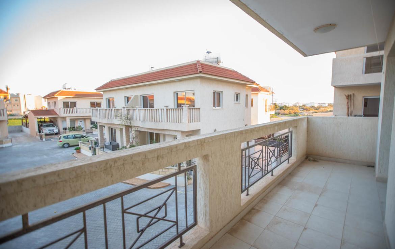 Балкон двуспальной квартиры в Паралимни