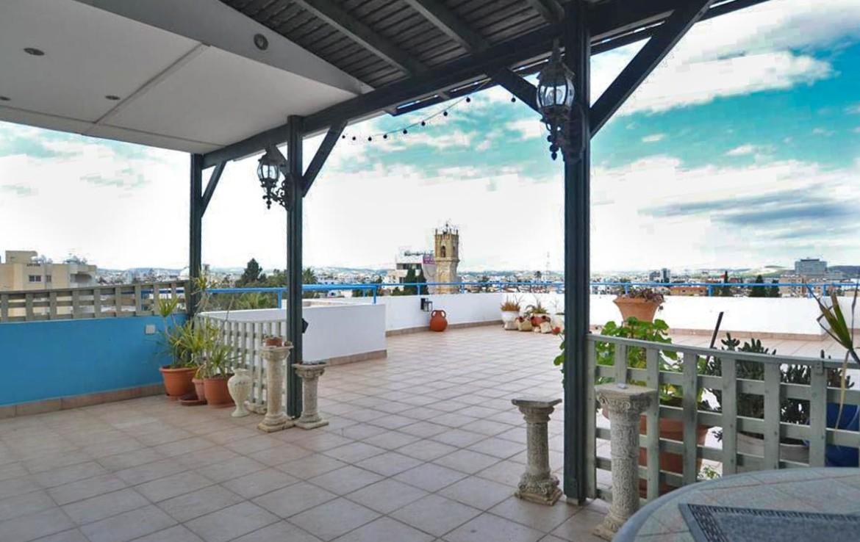 Двуспальная квартира на продажу в Ларнаке - веранда