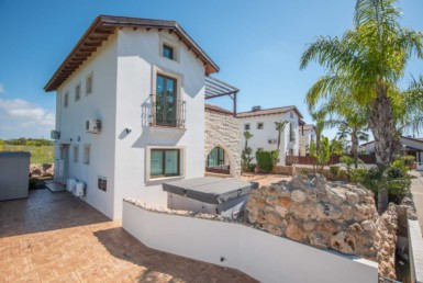 3-3-bed-villa-in-ayia-thekla