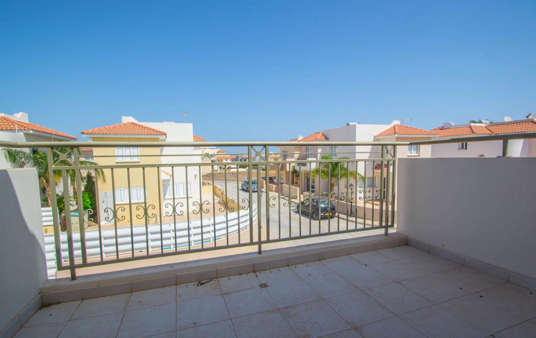 Балкон в доме на продажу