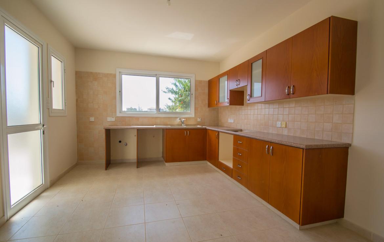 Кухня в доме в Паралимни