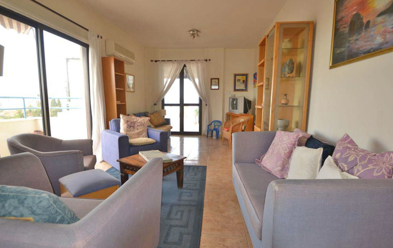 Гостиная в квартире на продажу в Хрисополитиссе