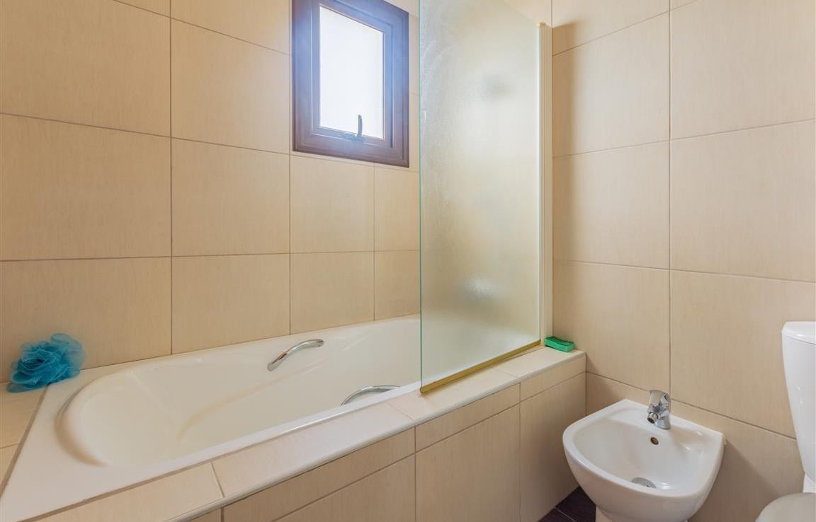 Ванная комната в доме на продажу в Лиопетри