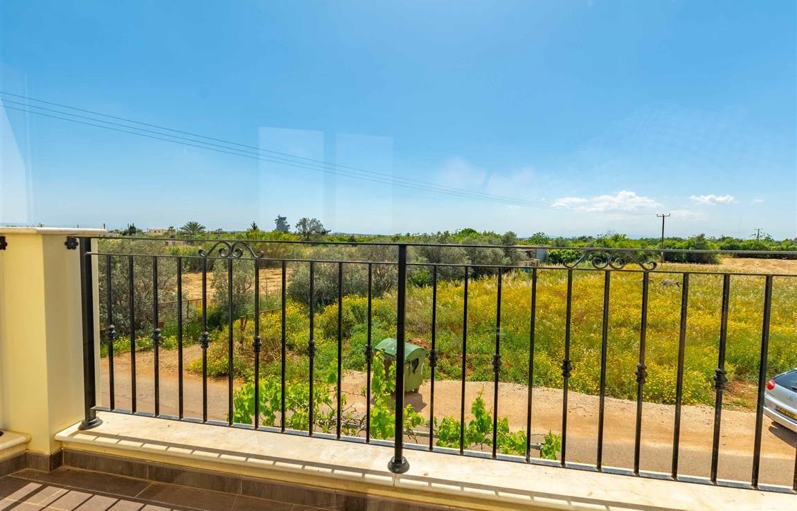 Вид с балкона в доме в Лиопетри