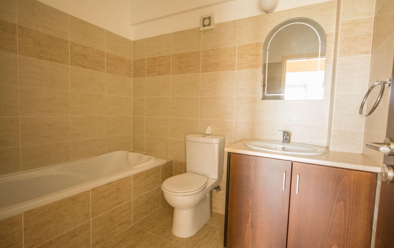 Ванная комната в апартаментах в Паралимни
