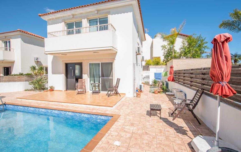 Дом в Пернере с бассейном