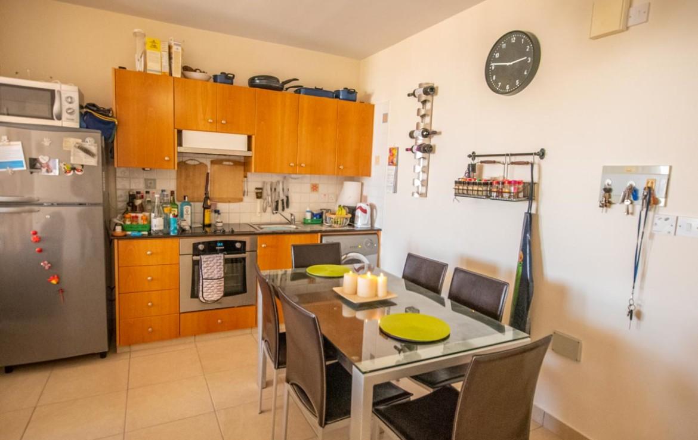 Кухня в апартаментах на продажу