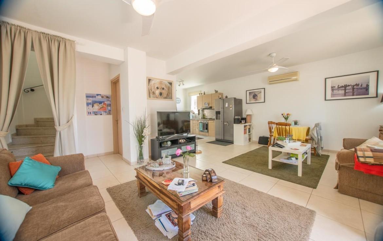 просторная гостиная в доме в Пернере