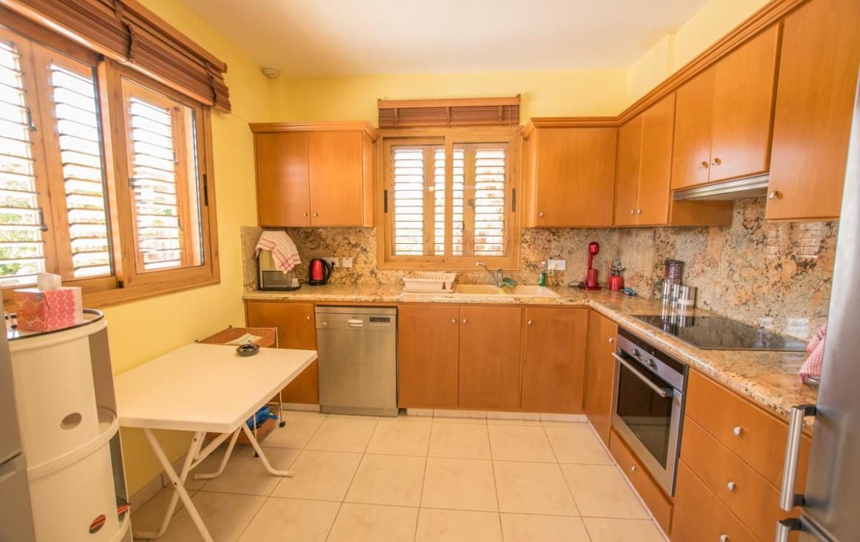 Кухня в четырехспальной вилле
