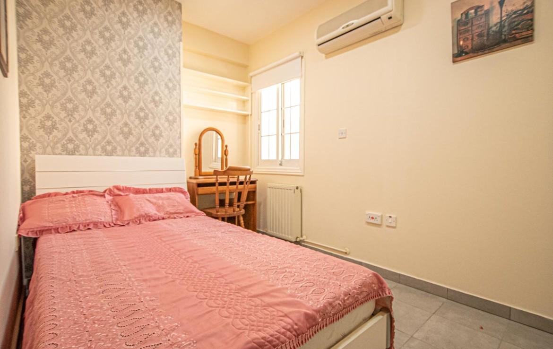 Спальня в трехспальной квартире на продажу