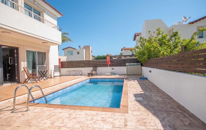 Дом с бассейном в Пернере