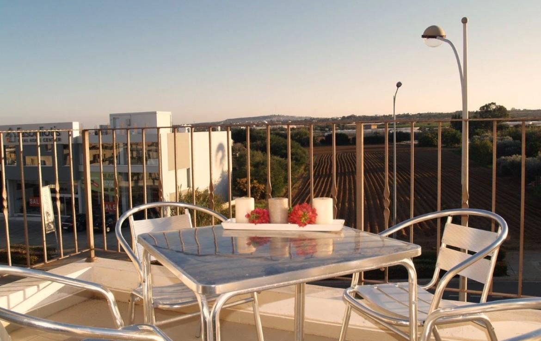 Балкон в двуспальной квартире в Каппарисе
