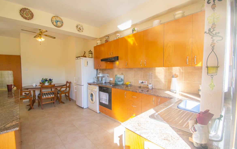 Просторня кухня в доме