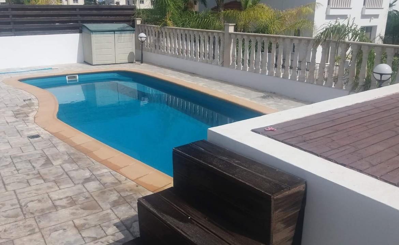 Купить дом с бассейном в Айа Напе