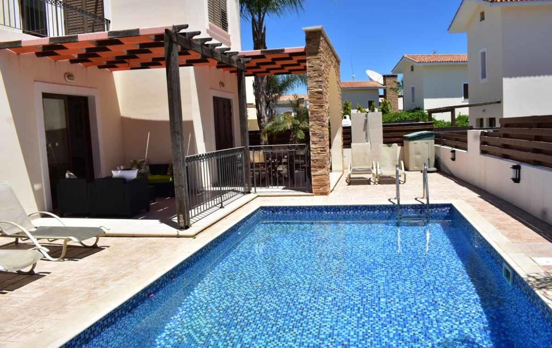 Купить дом с бассейном в айа текла