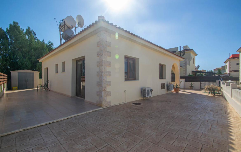 Бунгало на Кипре в Лиопетри