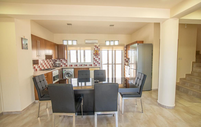 Кухня в доме на продажу в Паралимни