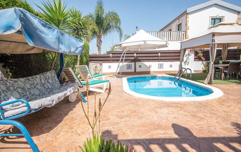 бассейн в доме на продажу