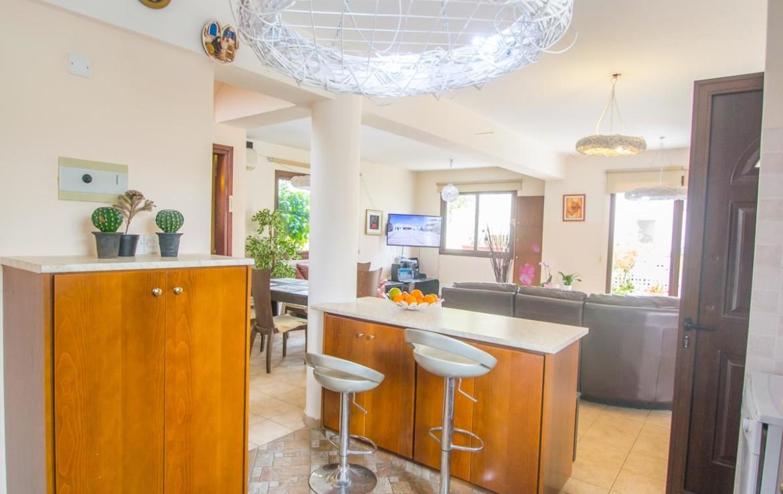 Просторный дом в Пернере на продажу