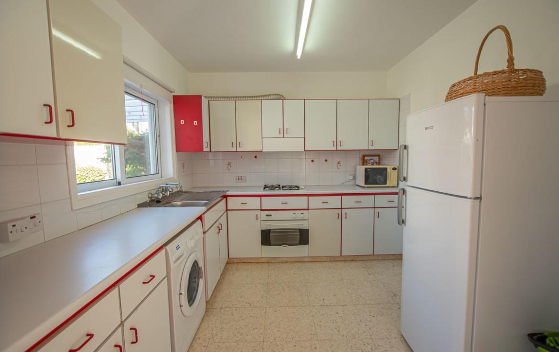 Кухня в небольшом доме