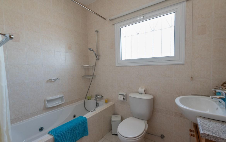 Ванная комната в доме в Протарасе