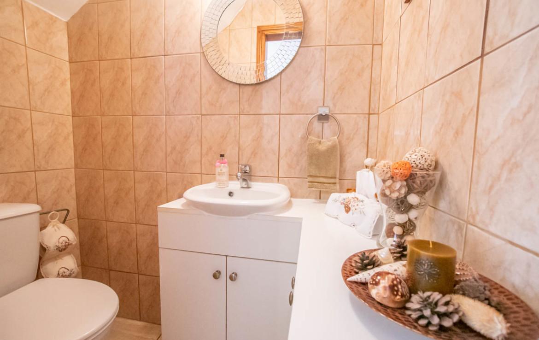 Гостевой туалет в вилле на продажу