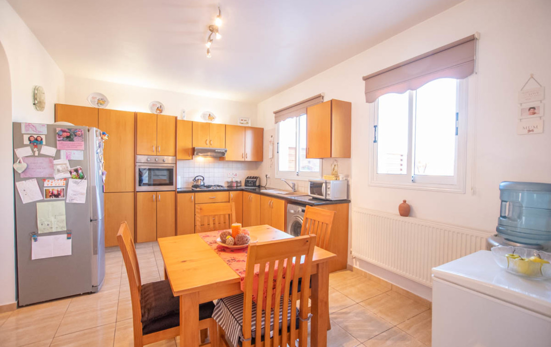 Кухня в доме на продажу во Врисуллес