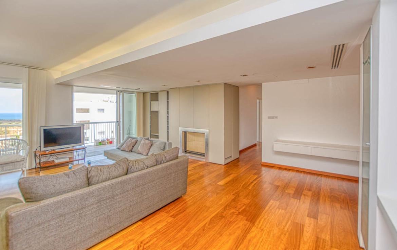 Купить трехспальную квартиру на Кипре