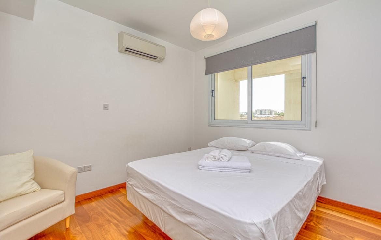 спальня в квартире в Паралимни
