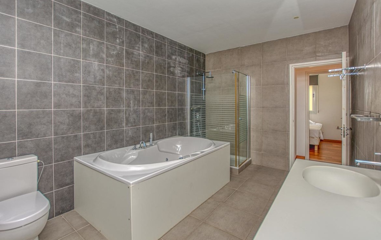 Ванная комната в трехспальной квартире