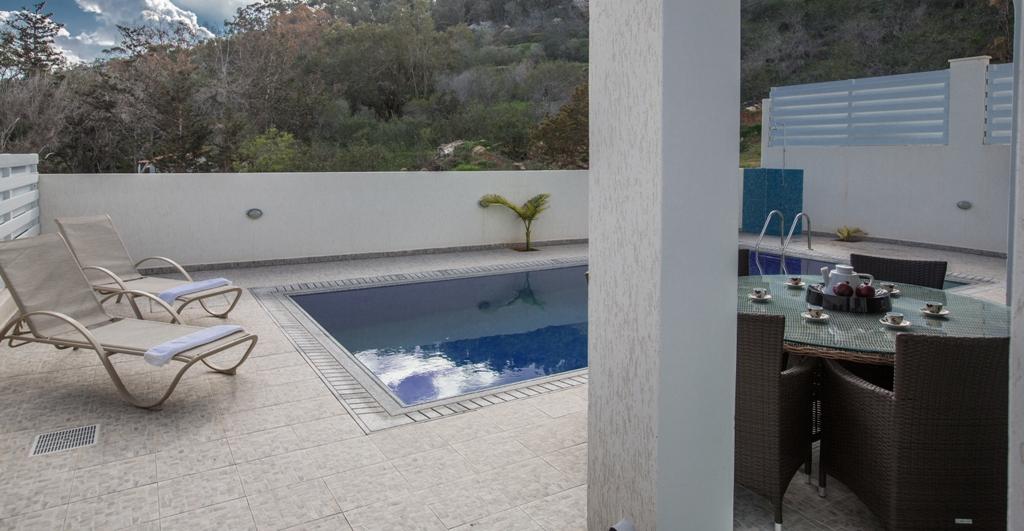 Частный бассейн в доме в Протарасе