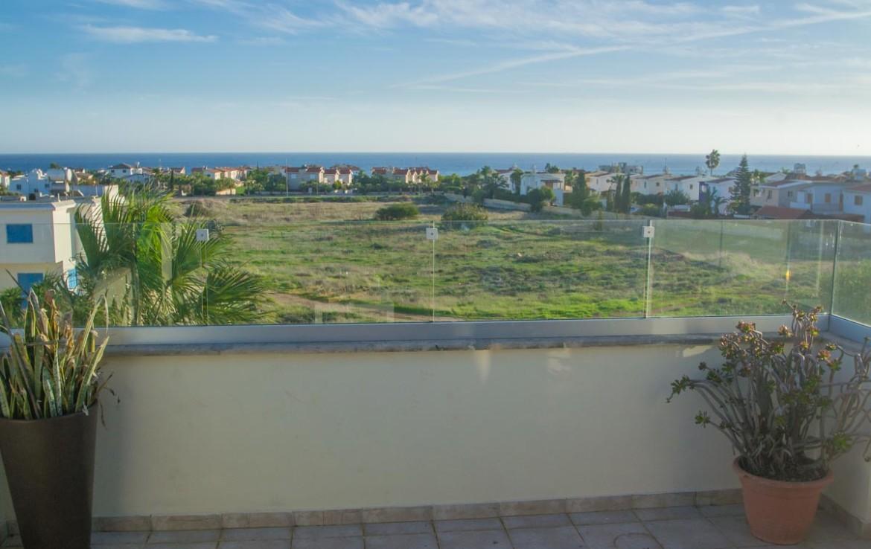 Вид на море с балкона дома