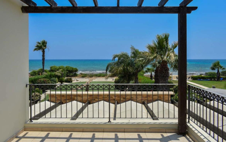 купить четырехспальную виллу на Кипре