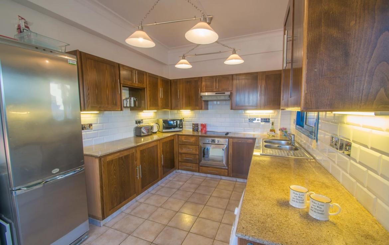Кухня в доме на продажу в Айа текле
